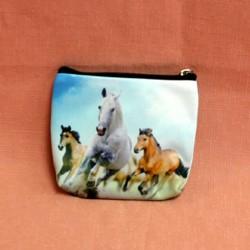 Porte monnaie plat trois chevaux au galop
