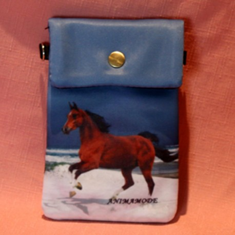 Pochette de téléphone cheval marron sur une plage
